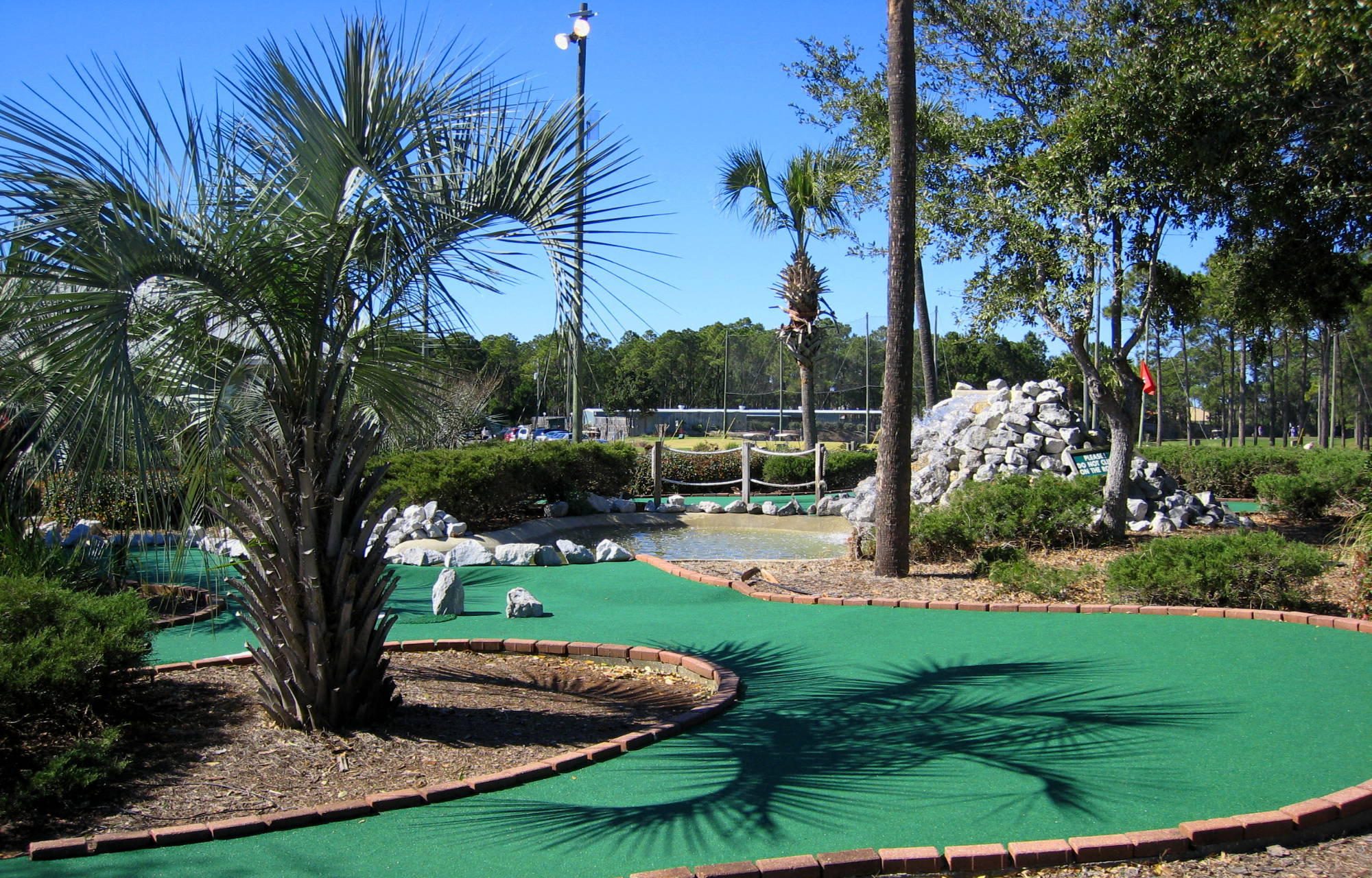 Golf Garden: 18 Hole Putting Course